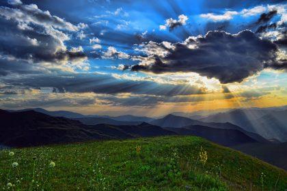 планина и красиво небе